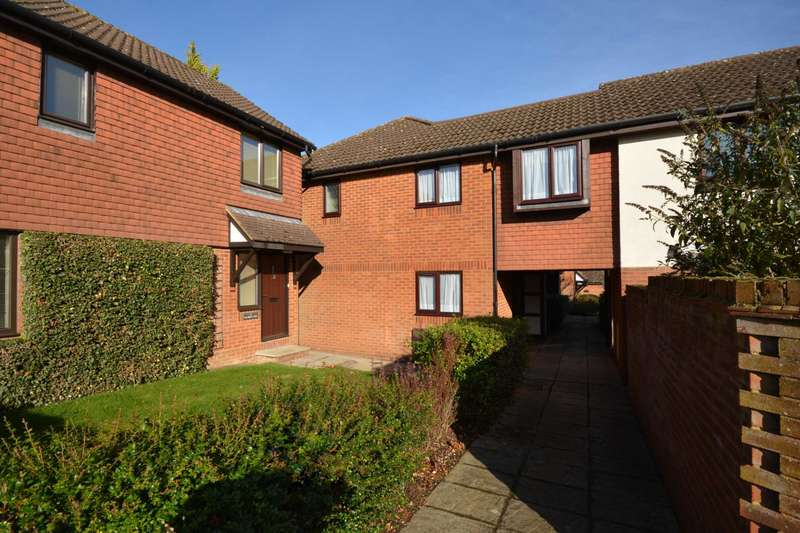 3 Bedrooms End Of Terrace House for sale in Tylsworth Close, Amersham HP6