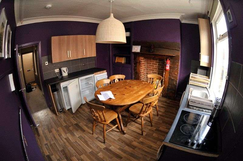 4 Bedrooms Terraced House for rent in Ashville Avenue, Hyde Park