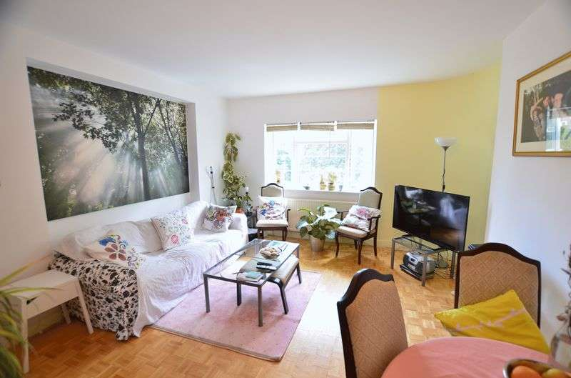 3 Bedrooms Flat for sale in Cazenove Road, Stamford Hill N16