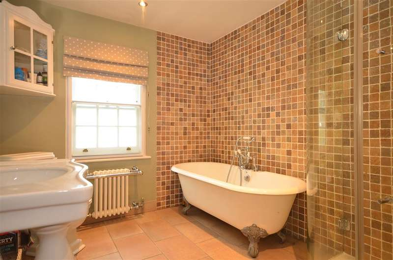 4 Bedrooms Cottage House for sale in Aveley Road, Upminster, Essex