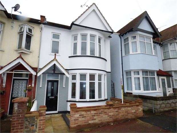 4 Bedrooms End Of Terrace House for sale in Beedell Avenue, Westcliff on sea, SS0 9JP