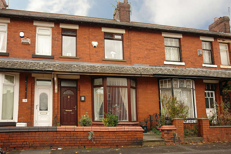 2 Bedrooms Terraced House for sale in 6 Clovelly Avenue, Oldham