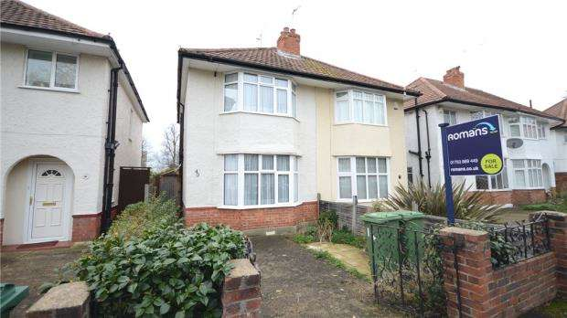 2 Bedrooms Semi Detached House for sale in Buckland Crescent, Windsor