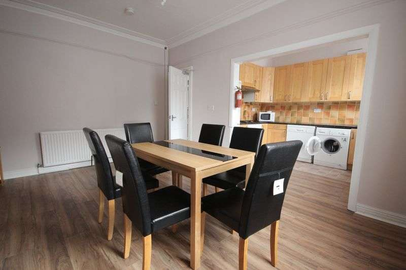 5 Bedrooms Terraced House for rent in Ash Road, Headingley
