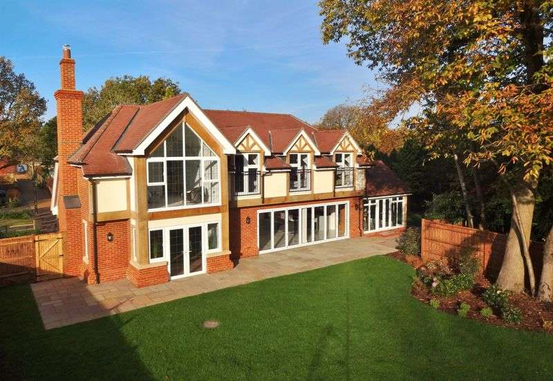 5 Bedrooms Detached House for sale in Gasden Copse, Godalming