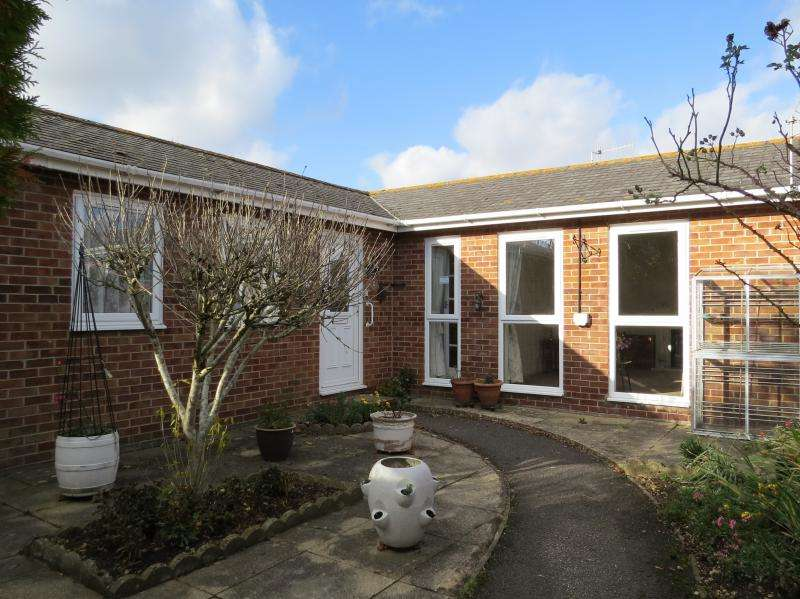 2 Bedrooms Semi Detached House for sale in Bluebell Close, CHRISTCHURCH, BH23