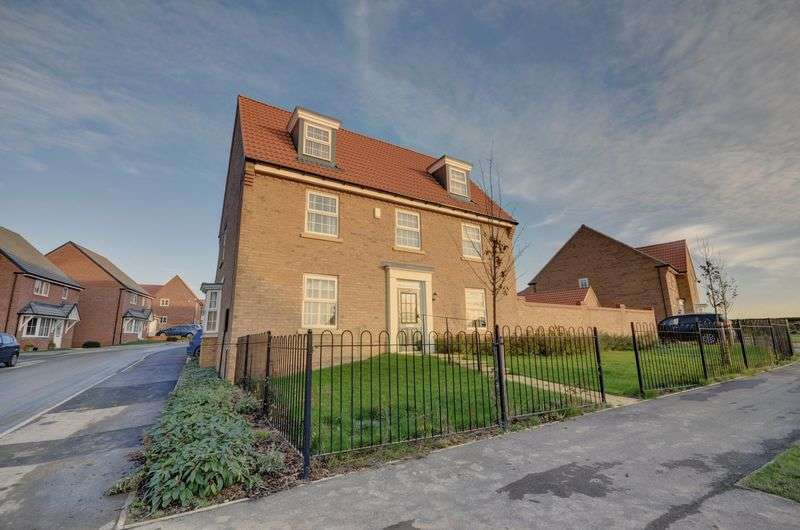 5 Bedrooms Detached House for sale in Sandpiper Place, Whitby