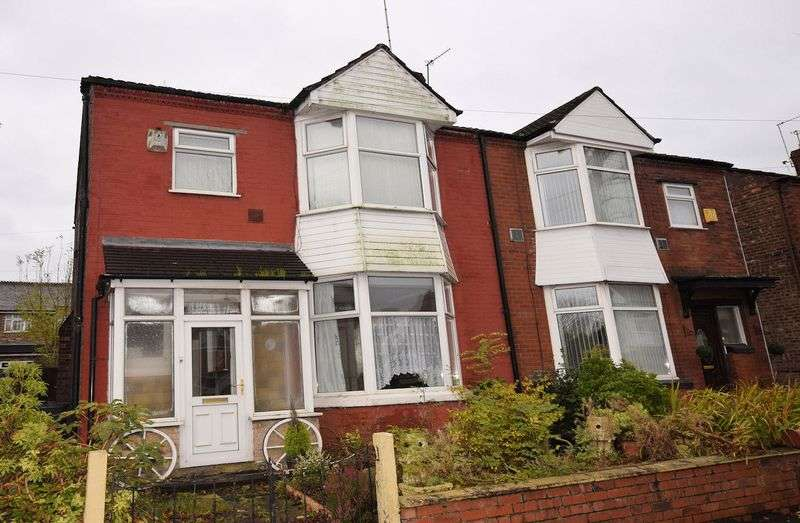 3 Bedrooms Semi Detached House for sale in Delamere Avenue, Salford
