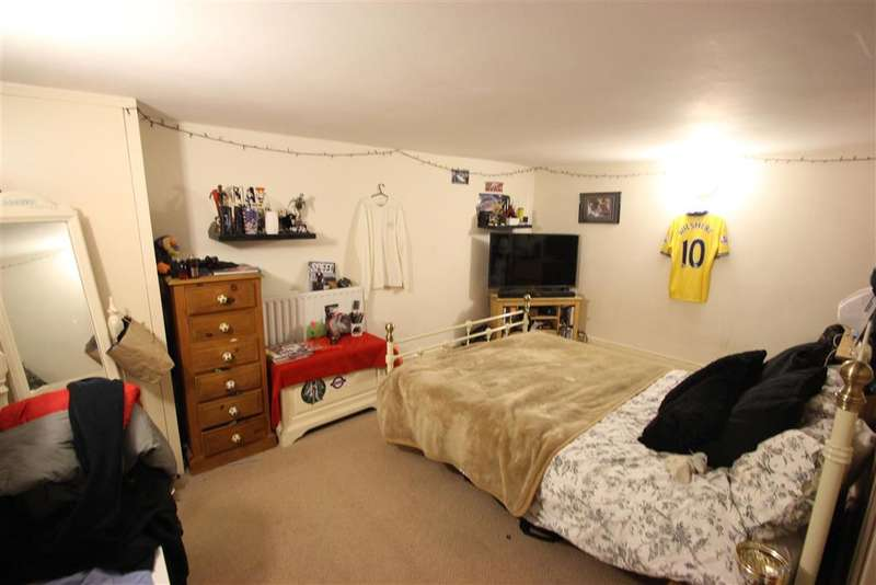 2 Bedrooms Terraced House for sale in Cross Street, Maidstone, Kent