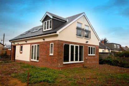 4 Bedrooms Bungalow for sale in Pine Avenue, Fawdon, Newcastle Upon Tyne, NE3