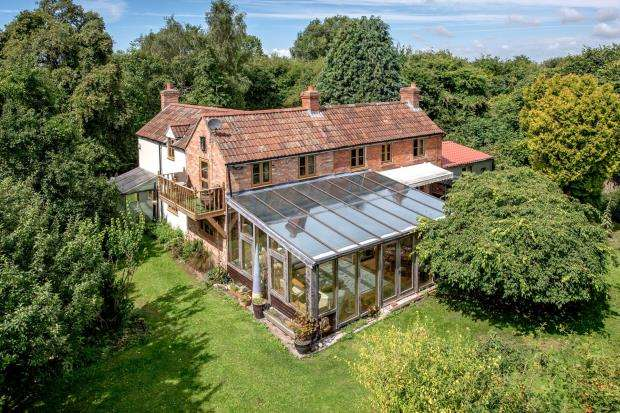 4 Bedrooms Detached House for sale in Stathe, Bridgwater, Somerset