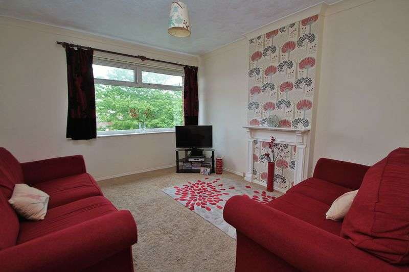2 Bedrooms Flat for sale in Otterburn Gardens, Brookfield