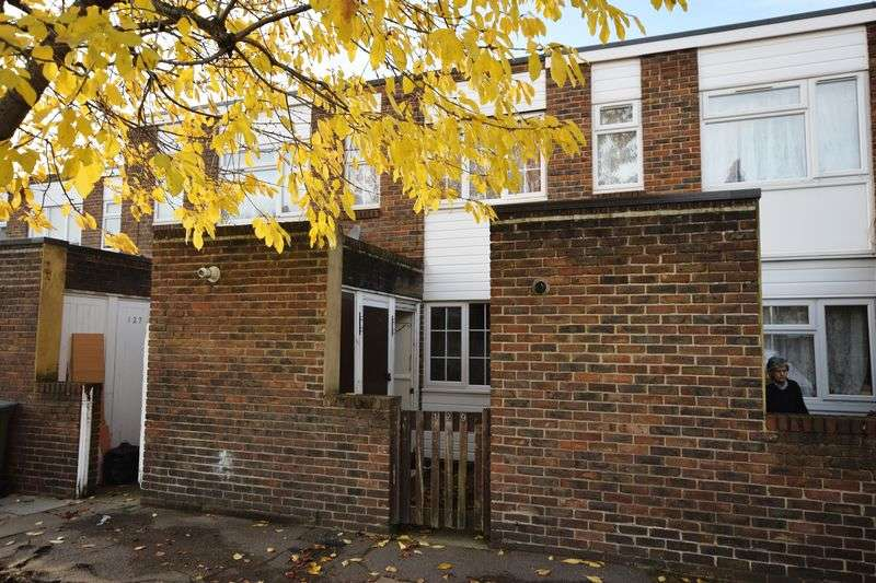 2 Bedrooms Terraced House for sale in Barth Road, Plumstead, SE18 1SF