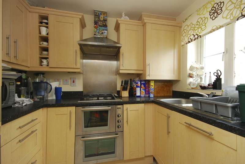 3 Bedrooms House for sale in Doris Ashby Close, Perivale, UB6
