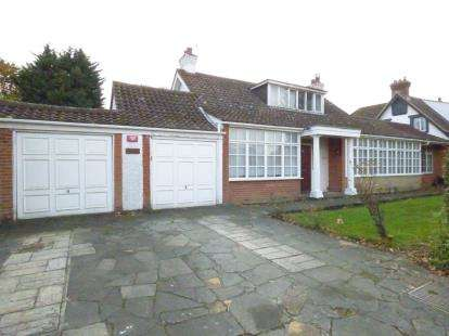 4 Bedrooms Bungalow for sale in Emerson Park, Hornchurch, Essex