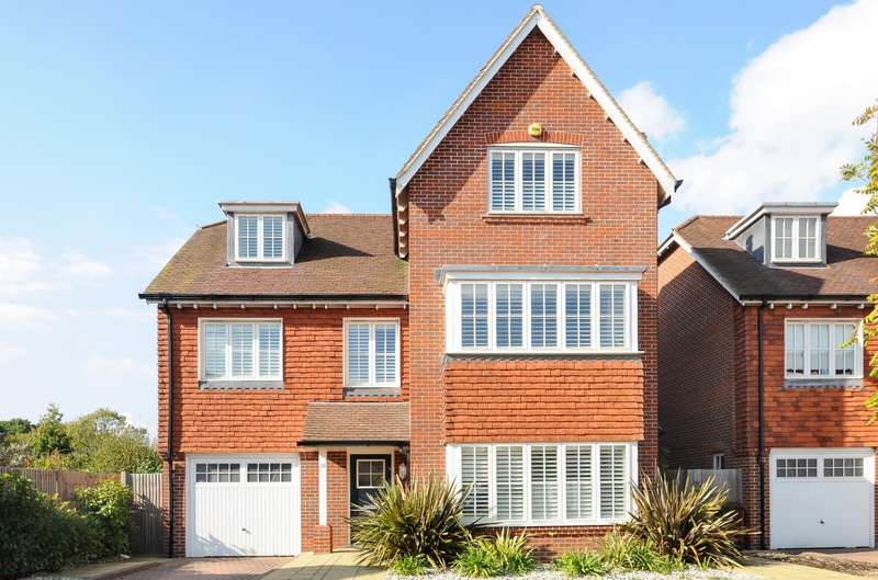 5 Bedrooms Detached House for sale in Lillywhite Road, Westhampnett, PO18