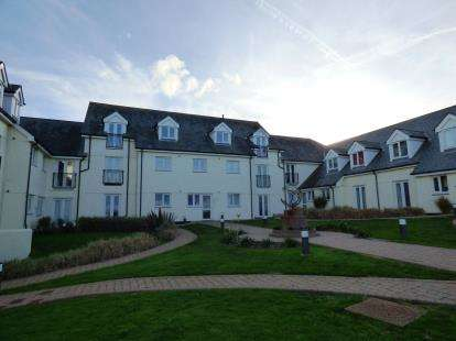 2 Bedrooms Flat for sale in Pentire Avenue, Newquay, Cornwall