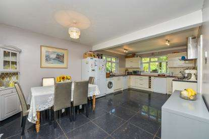5 Bedrooms Bungalow for sale in Brighstone, Newport, Isle Of Wight