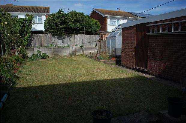 3 Bedrooms Semi Detached House for sale in Drake Avenue, EASTBOURNE, BN23 6BN