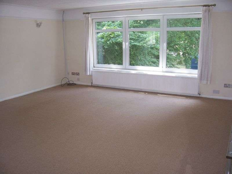 2 Bedrooms Flat for sale in Chapel Road, SMALLFIELD, Horley