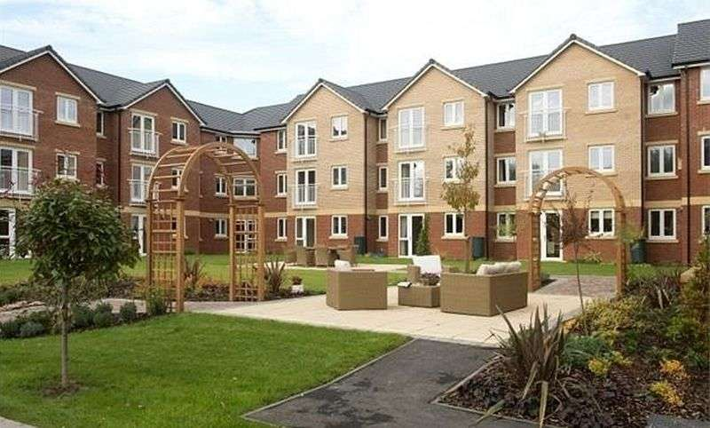 1 Bedroom Flat for sale in Booth Court, Ipswich: NO CHAIN one bed ground floor Assisted Living retirement apartment