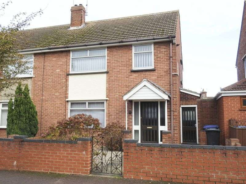3 Bedrooms Semi Detached House for sale in Newark Road, Lowestoft