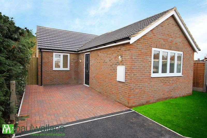 2 Bedrooms Detached Bungalow for sale in Lilac Road, Hoddesdon