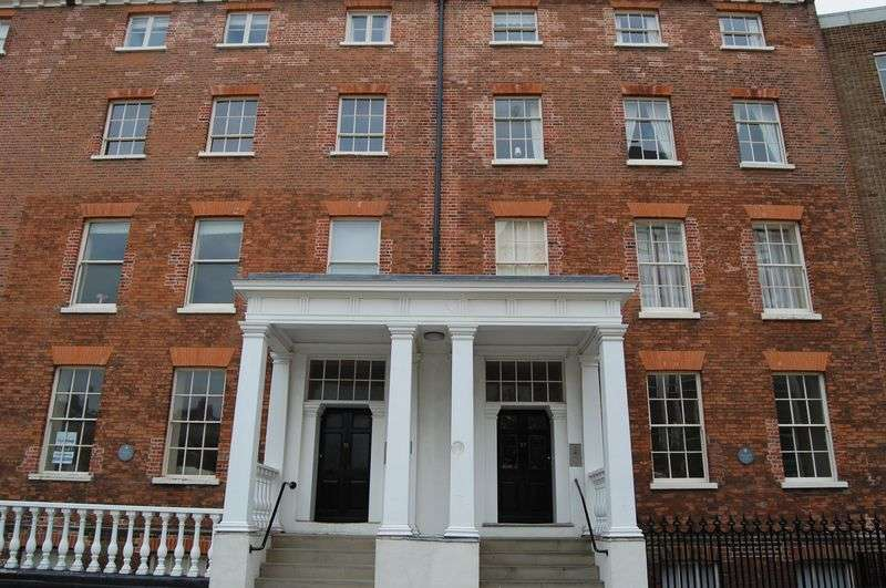 2 Bedrooms Flat for sale in Surrey Street, City Centre