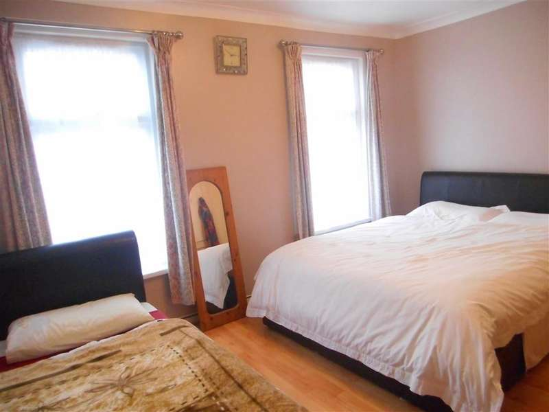 3 Bedrooms Terraced House for sale in Pearcroft Road, Leytonstone