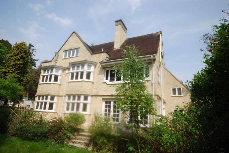 3 Bedrooms Apartment Flat for sale in BH3 Talbot Woods, Bournemouth