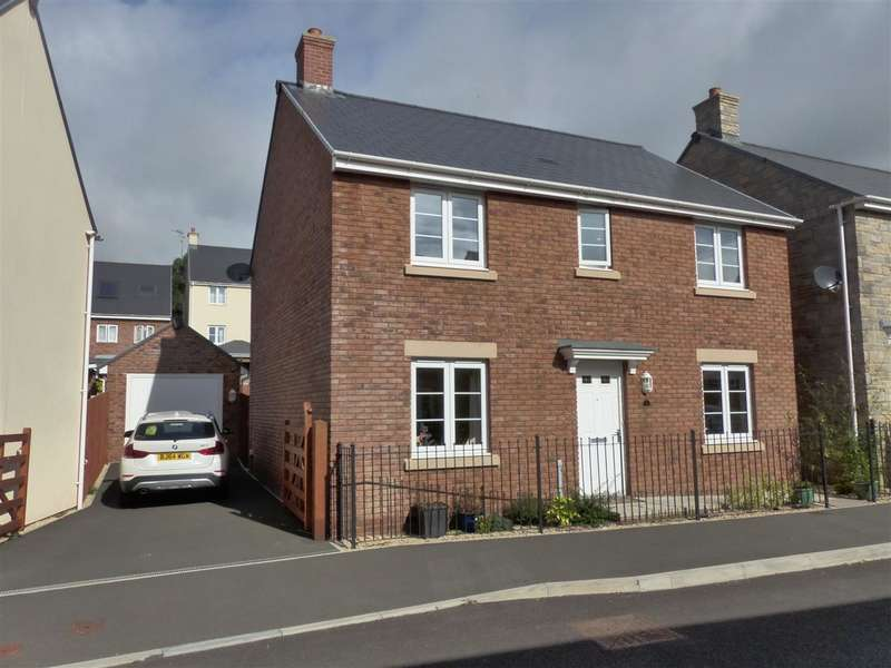 4 Bedrooms Detached House for sale in Roundbush Crescent, Caerwent, Caldicot