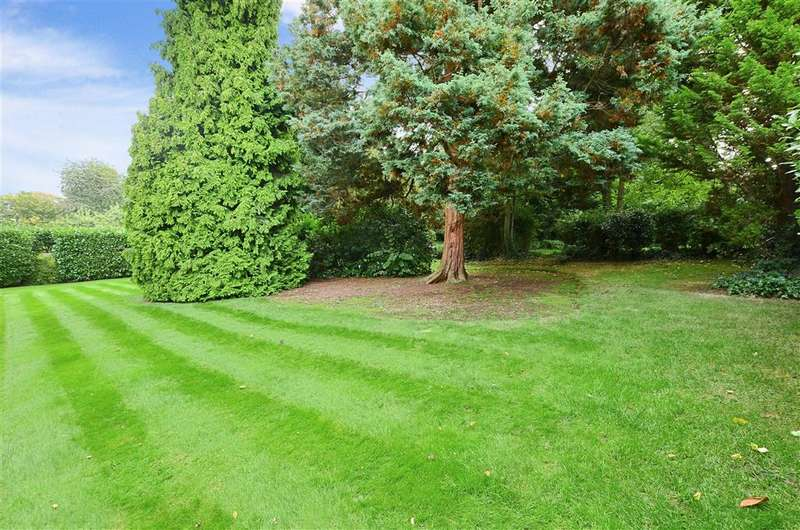 3 Bedrooms Apartment Flat for sale in Blanford Road, Reigate, Surrey