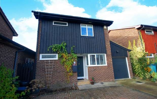 4 Bedrooms Detached House for sale in Morland Close, Hampton