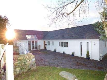 5 Bedrooms Bungalow for sale in Rhostryfan, Caernarfon, Gwynedd, LL54