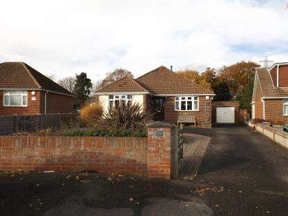 5 Bedrooms Bungalow for sale in Blackfield, Southampton, Hampshire