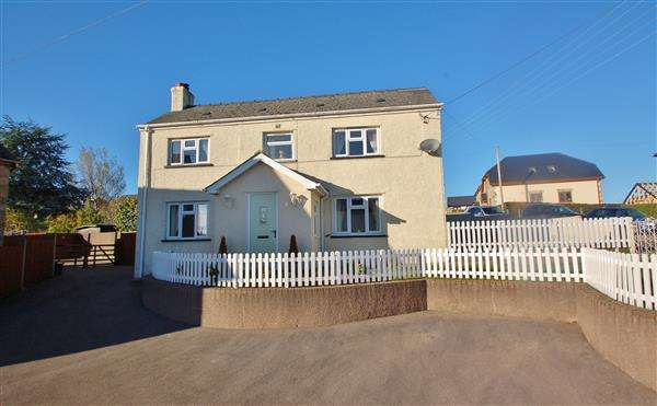 2 Bedrooms Cottage House for sale in BROCKHOLLANDS ROAD, BREAM