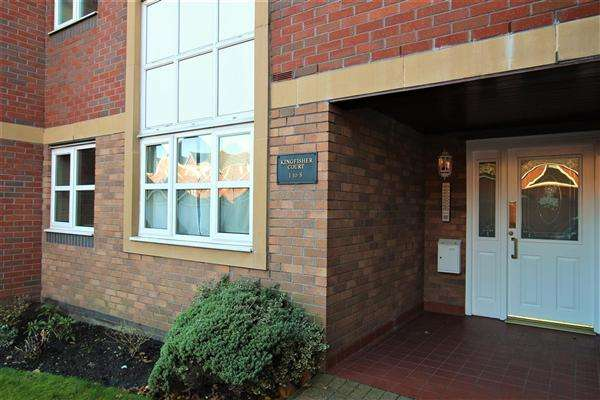 2 Bedrooms Apartment Flat for sale in Kingfisher Court, Beamont Drive, Preston