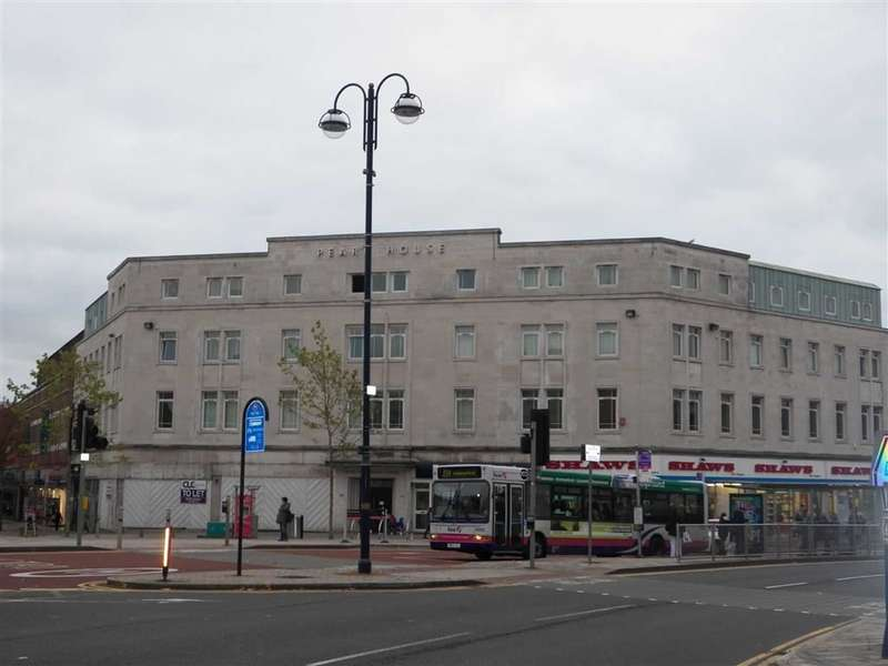 2 Bedrooms Flat for sale in Princess Way, Swansea