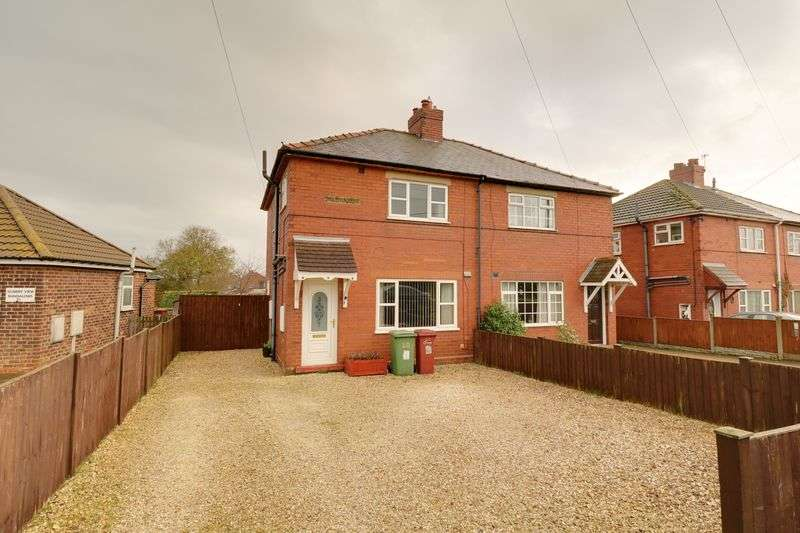 3 Bedrooms Semi Detached House for sale in Sturton Villas, Scawby