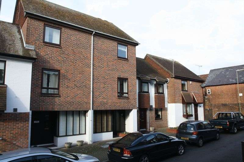 3 Bedrooms House for sale in Bishops Waltham, Brook Street.