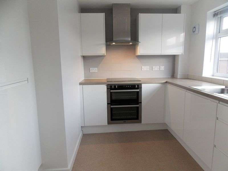 1 Bedroom Flat for sale in Pennine Gardens, Weston-Super-Mare