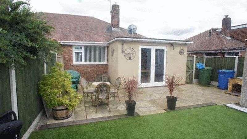 2 Bedrooms Semi Detached Bungalow for sale in Southdale Road, Warrington