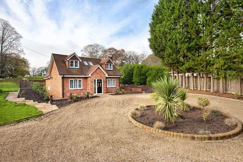 3 Bedrooms Detached House for sale in Oaklands, Nr Welwyn, Herts