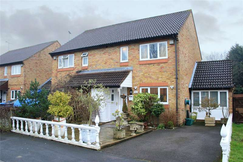 3 Bedrooms Semi Detached House for sale in Alexander Road, Egham, TW20