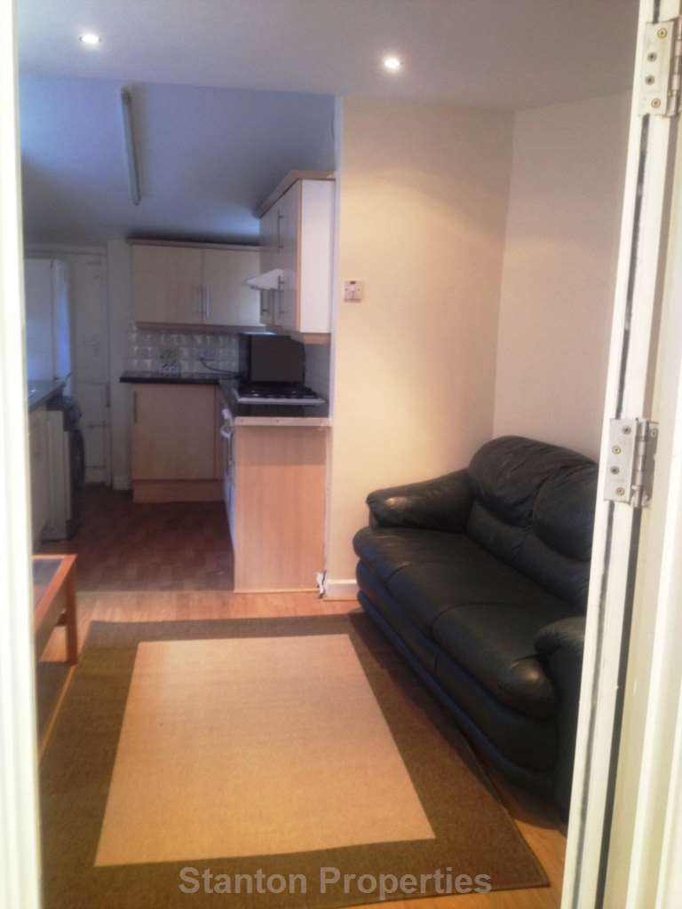 5 Bedrooms Semi Detached House for rent in Leeshall Crescent, Fallowfield