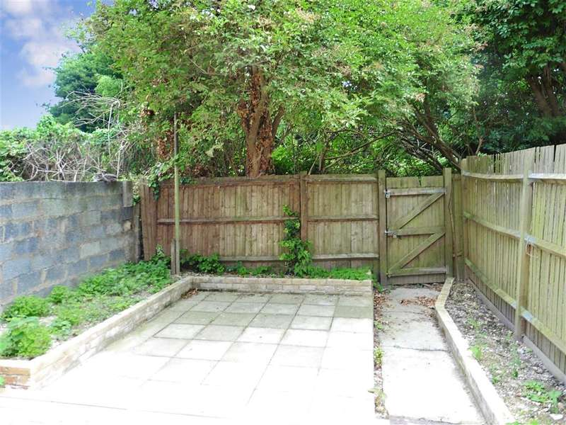 3 Bedrooms Ground Maisonette Flat for sale in Boundary Road, Chatham, Kent