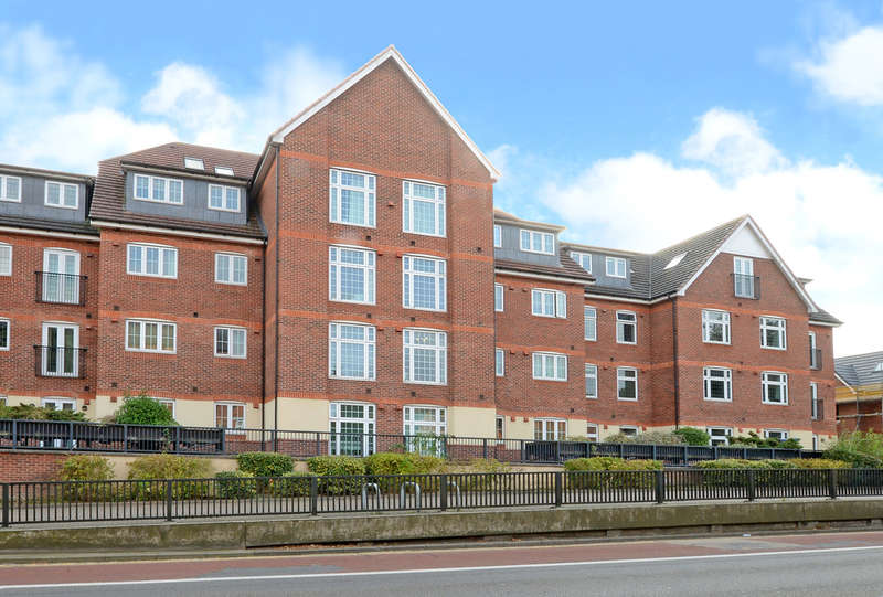 2 Bedrooms Flat for sale in Dorchester Court