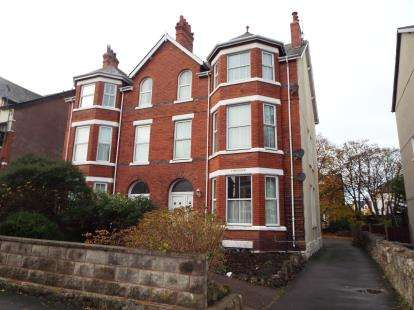 3 Bedrooms Flat for sale in Mostyn Road, Colwyn Bay, Conwy, LL29