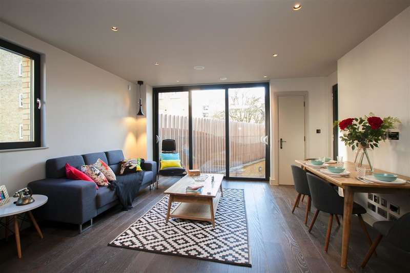 3 Bedrooms Flat for sale in Highbury New Park, London