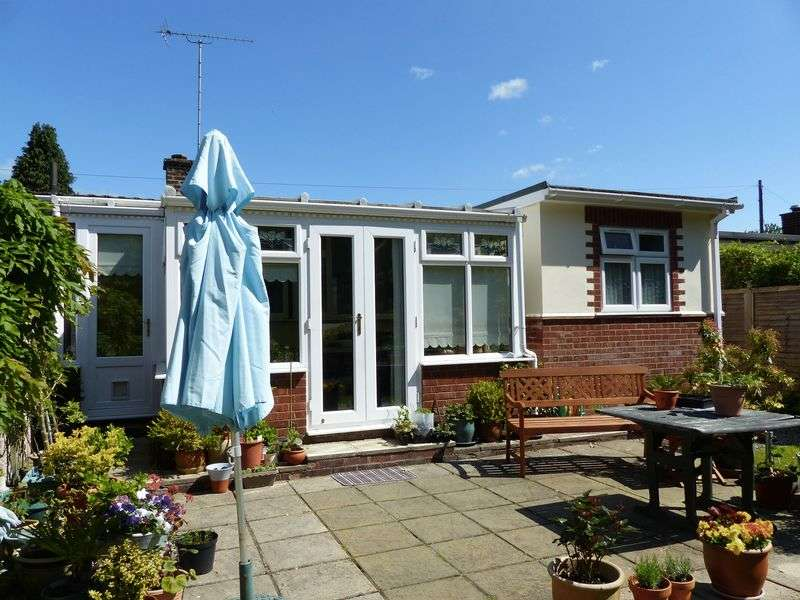 3 Bedrooms Semi Detached Bungalow for sale in Finnamore Wood, Marlow.